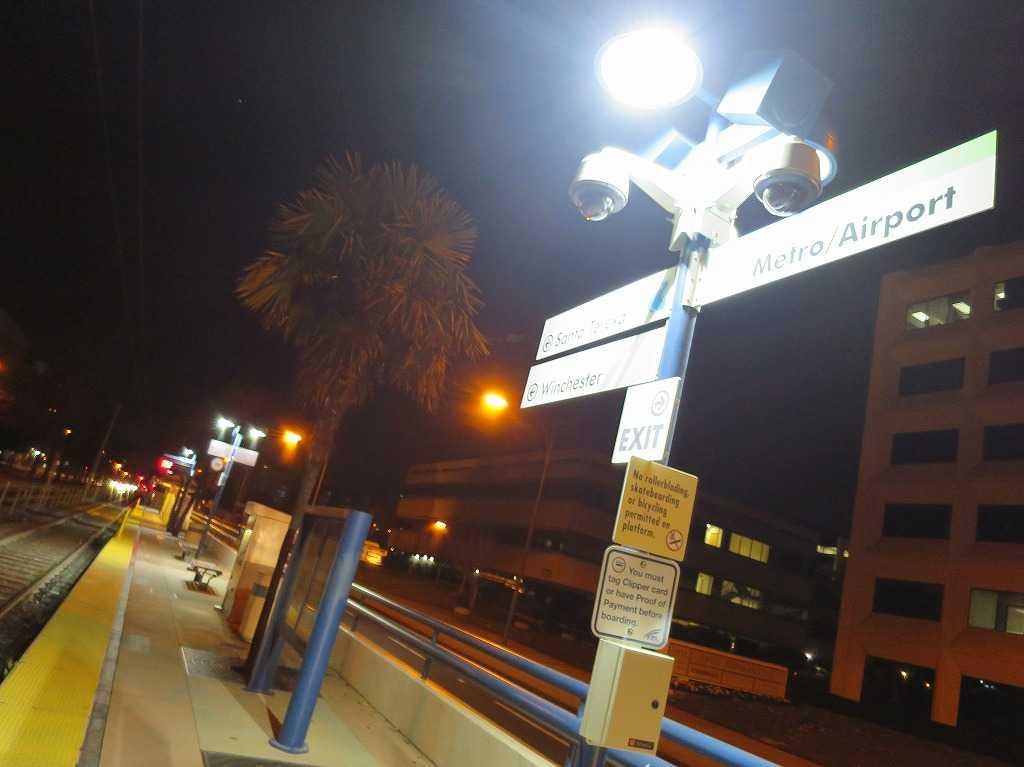 夜のメトロ/エアポート(Metro/Airport Station)駅