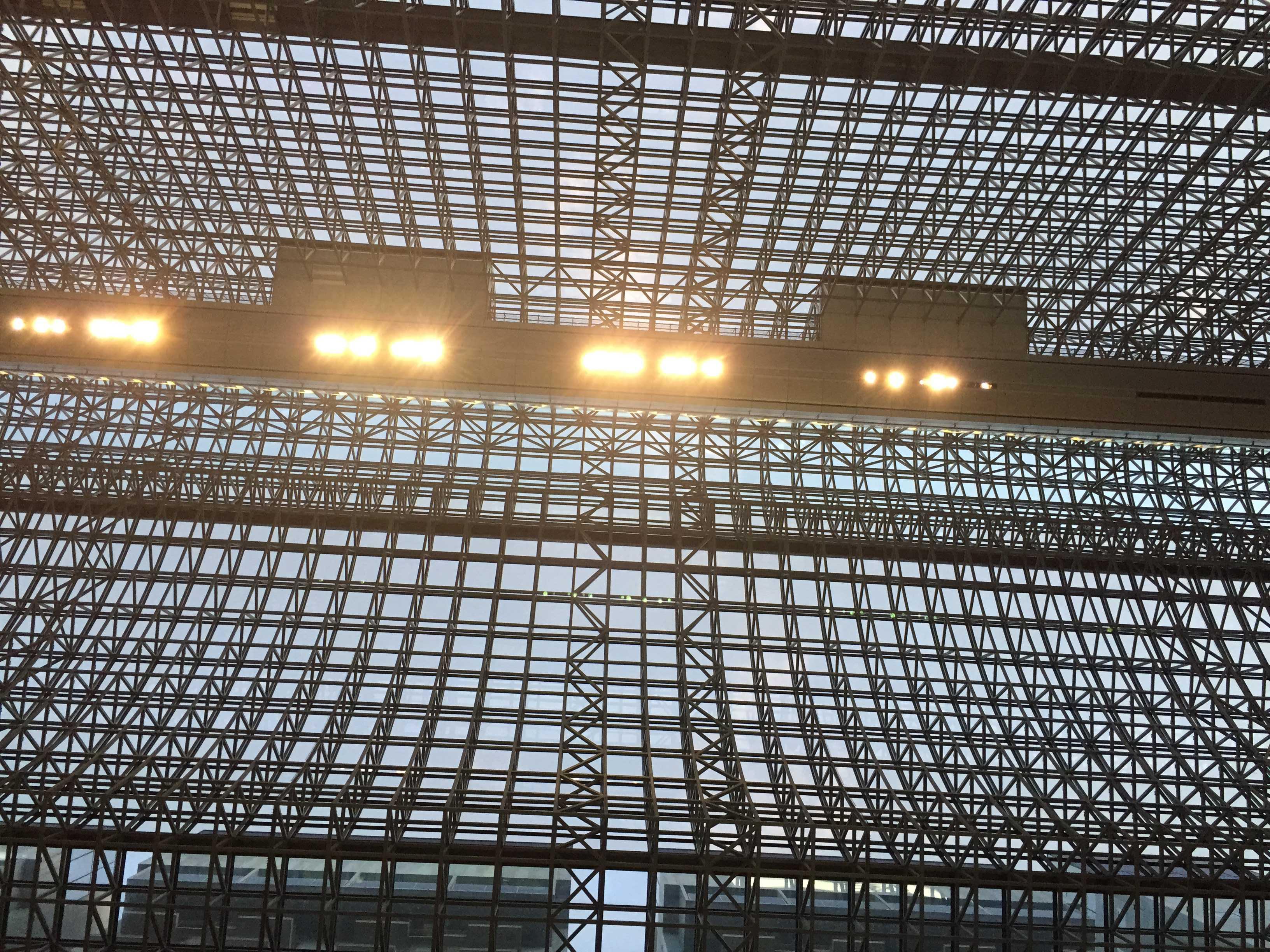 JR京都駅のガラス屋根