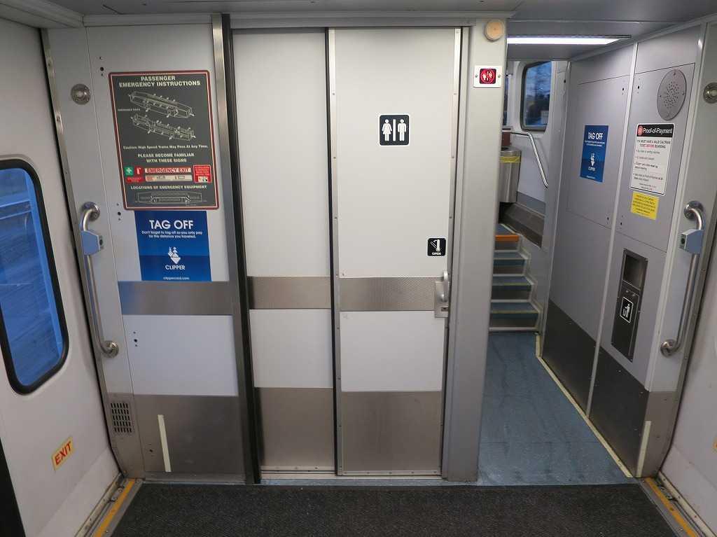 カルトレイン車両内のトイレ