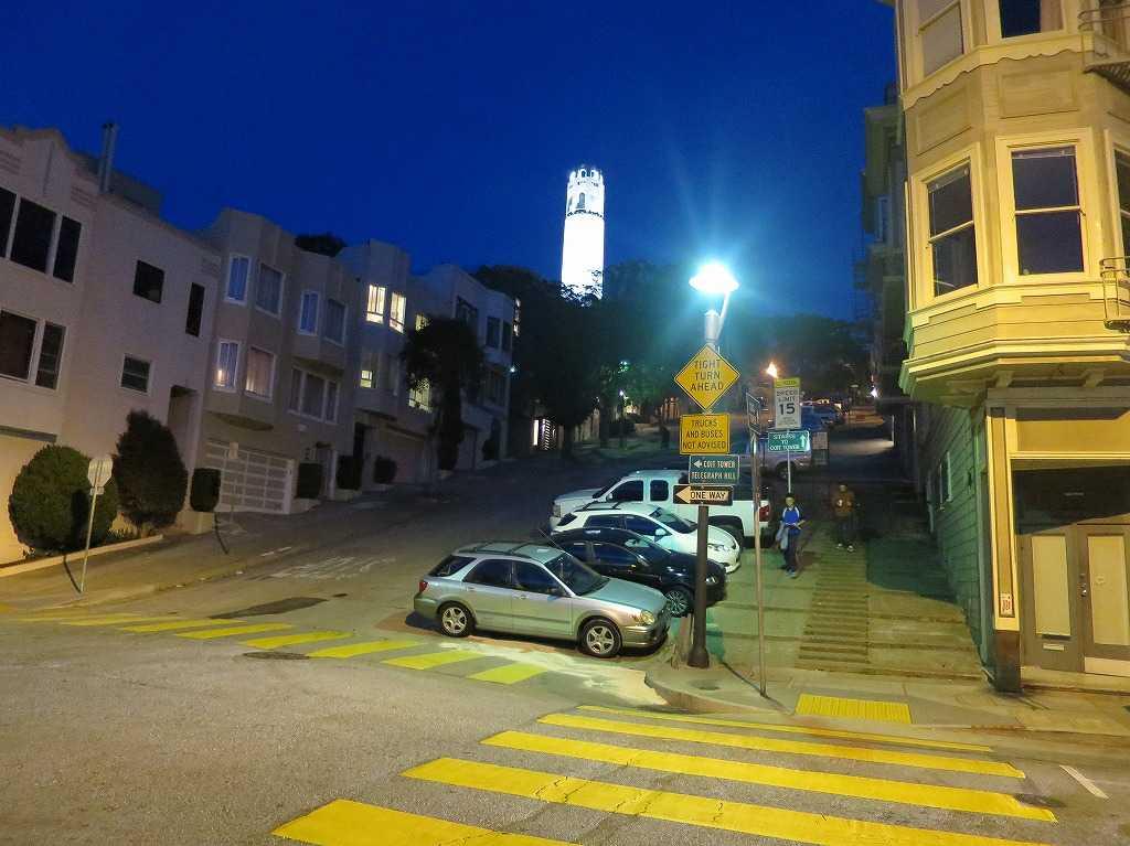 サンフランシスコ - 真っ白に光り輝くコイトタワー