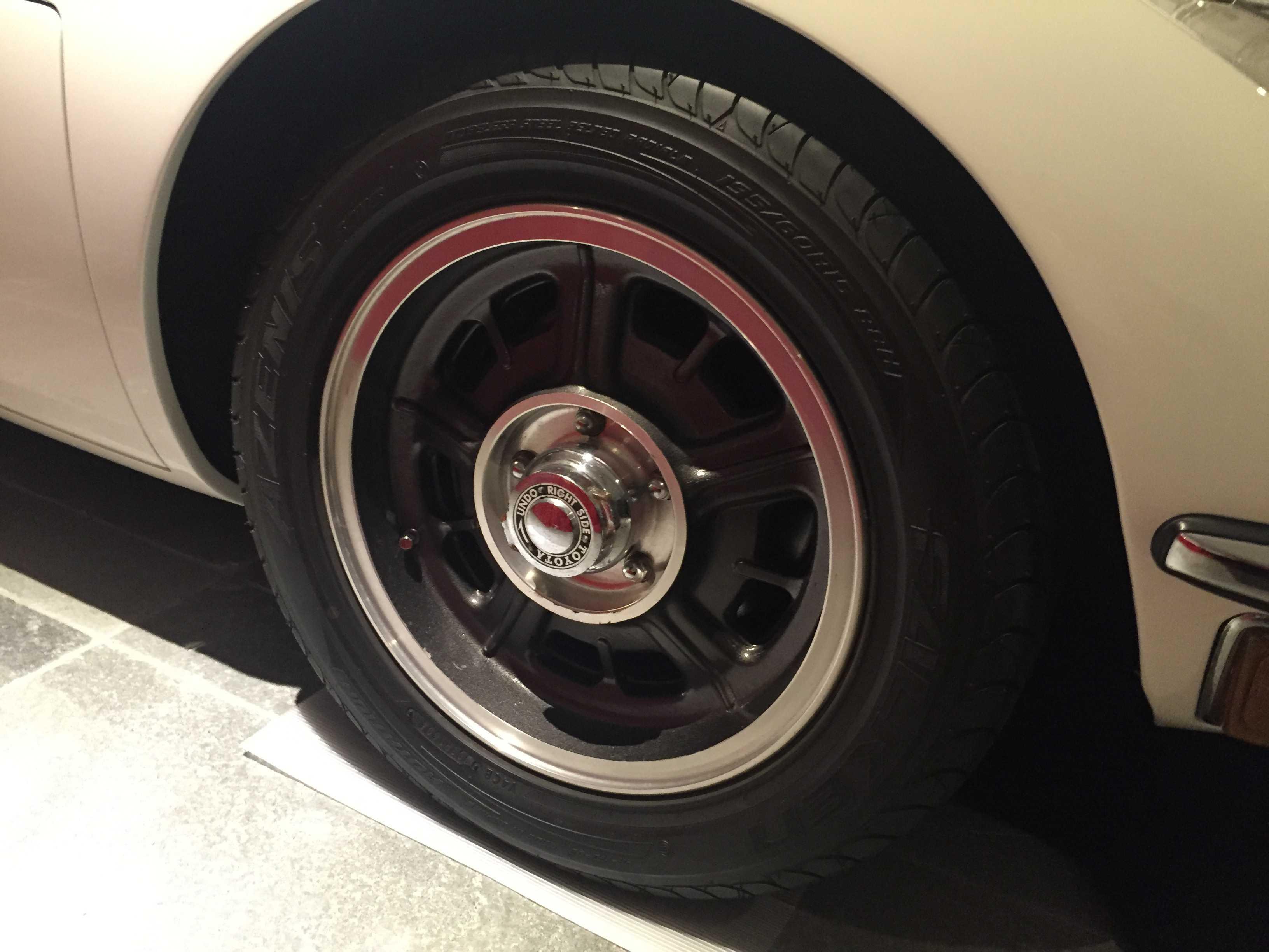 トヨタ 2000GTのタイヤとホイール