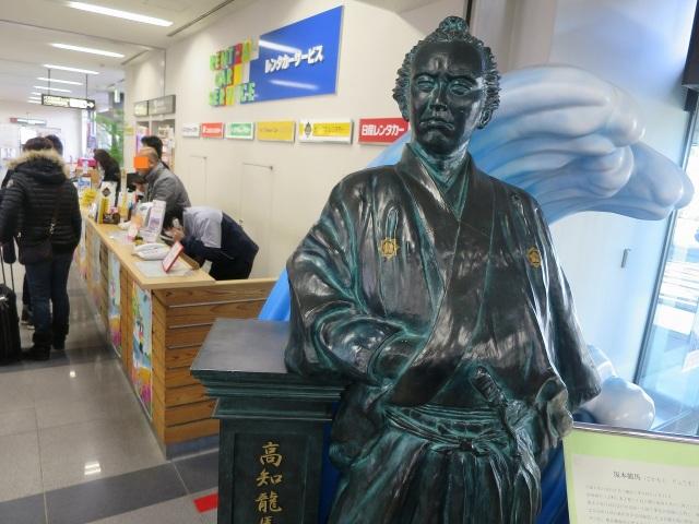 高知龍馬空港の坂本龍馬像(銅像)