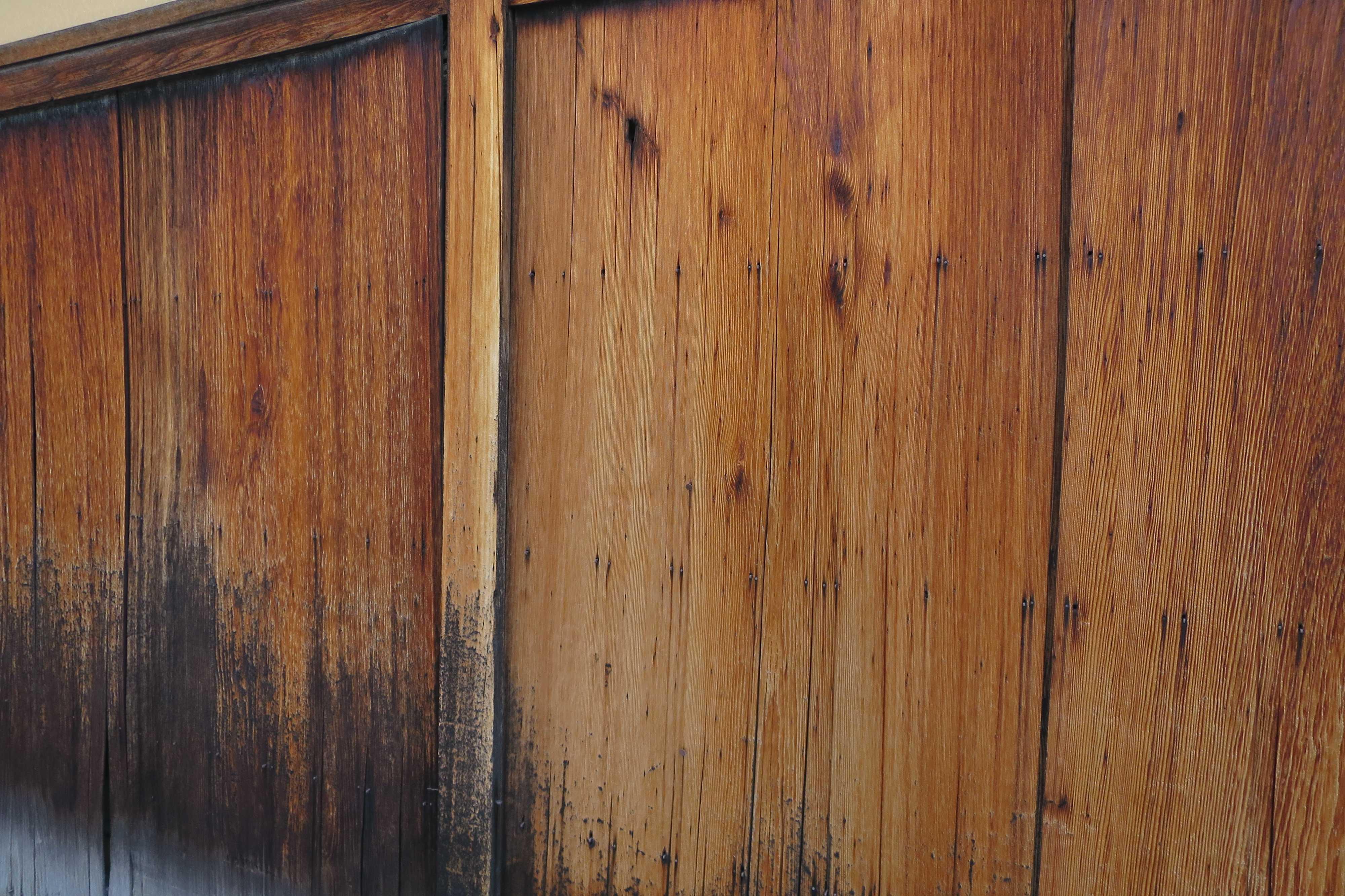 輪違屋の板塀(京都市下京区)