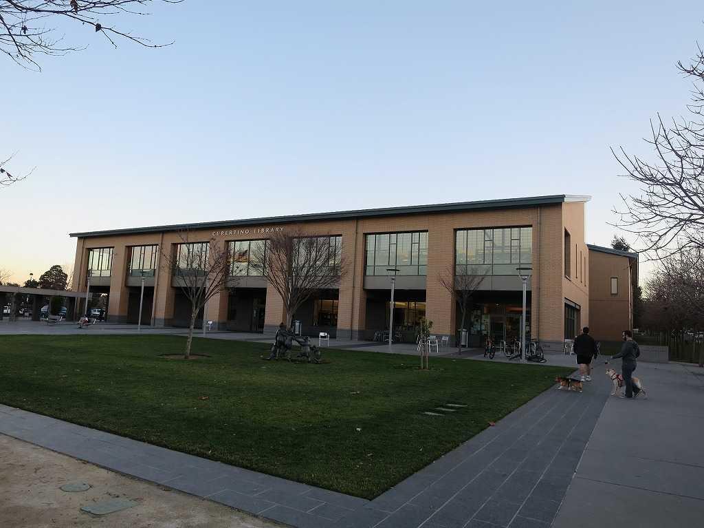 クパチーノ図書館(CUPERTINO LIBRARY)