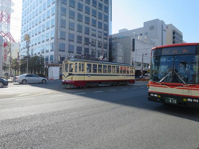 高知市内を走る路面電車・とさでん