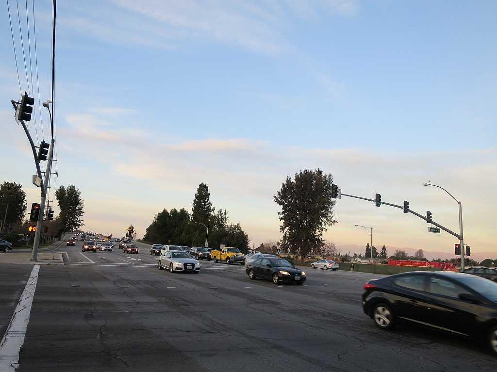 ローレンス・エクスプレスウェイとモンロー・ストリート(リード・アベニュー)が交わる交差点