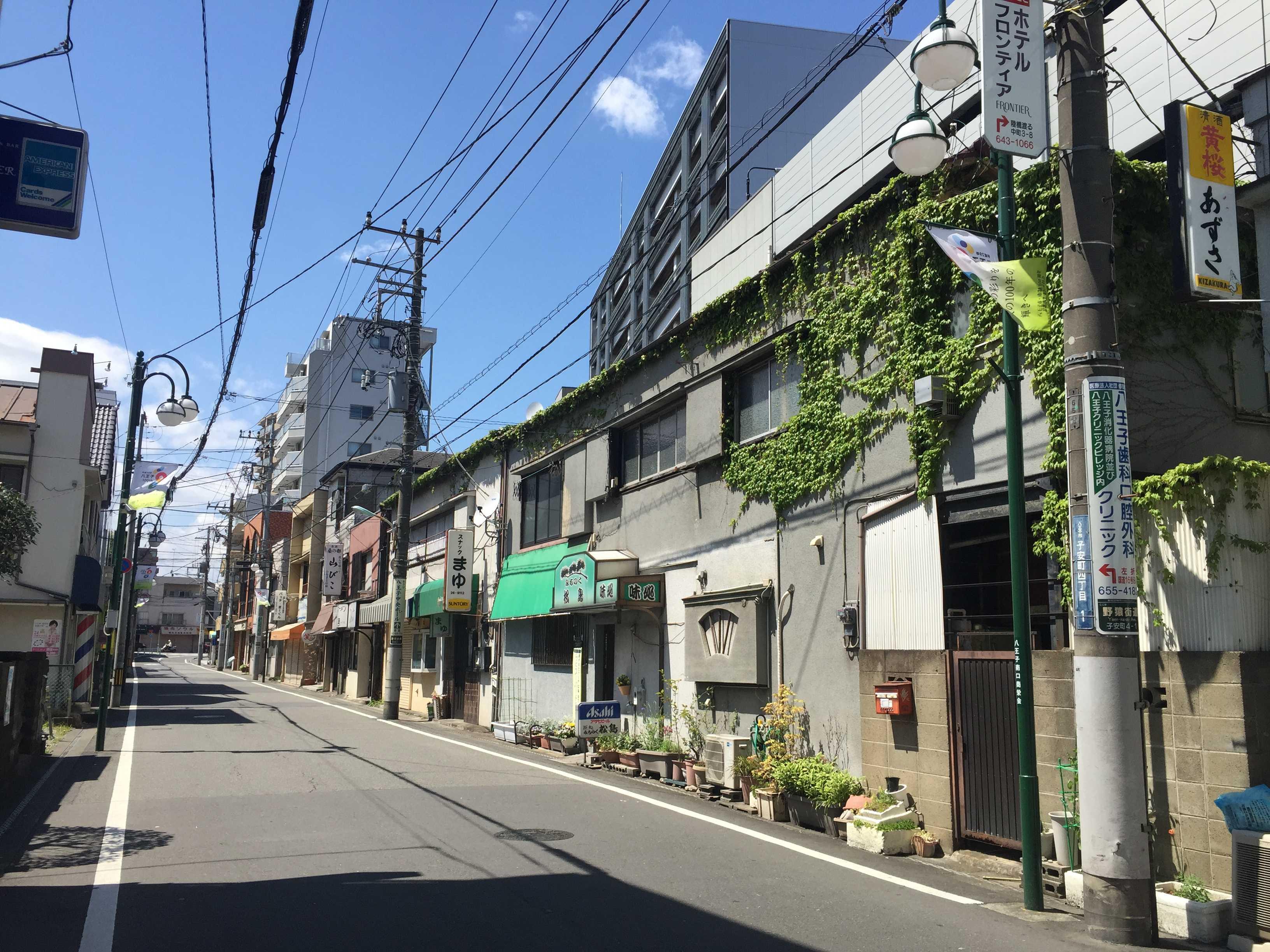 八王子駅南口すぐ近くの通り