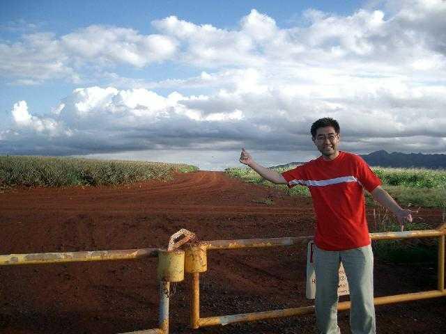 ハワイで飛行機を操縦、ウエディングに参加、チチくらべ