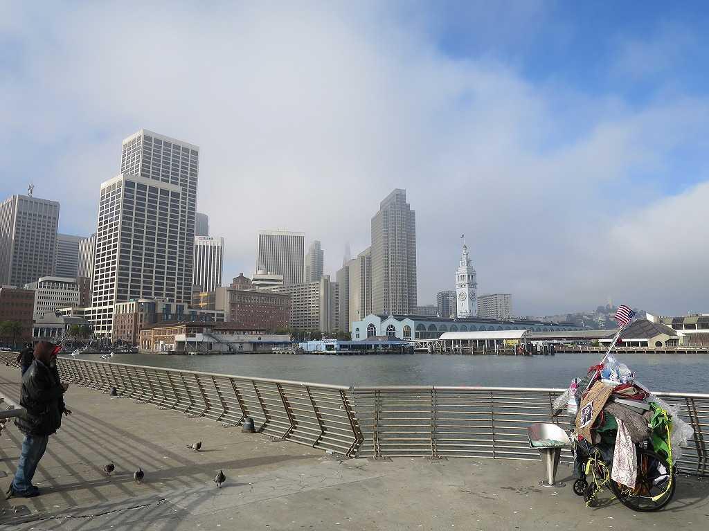 ピア14の一番先の部分から眺めたサンフランシスコ