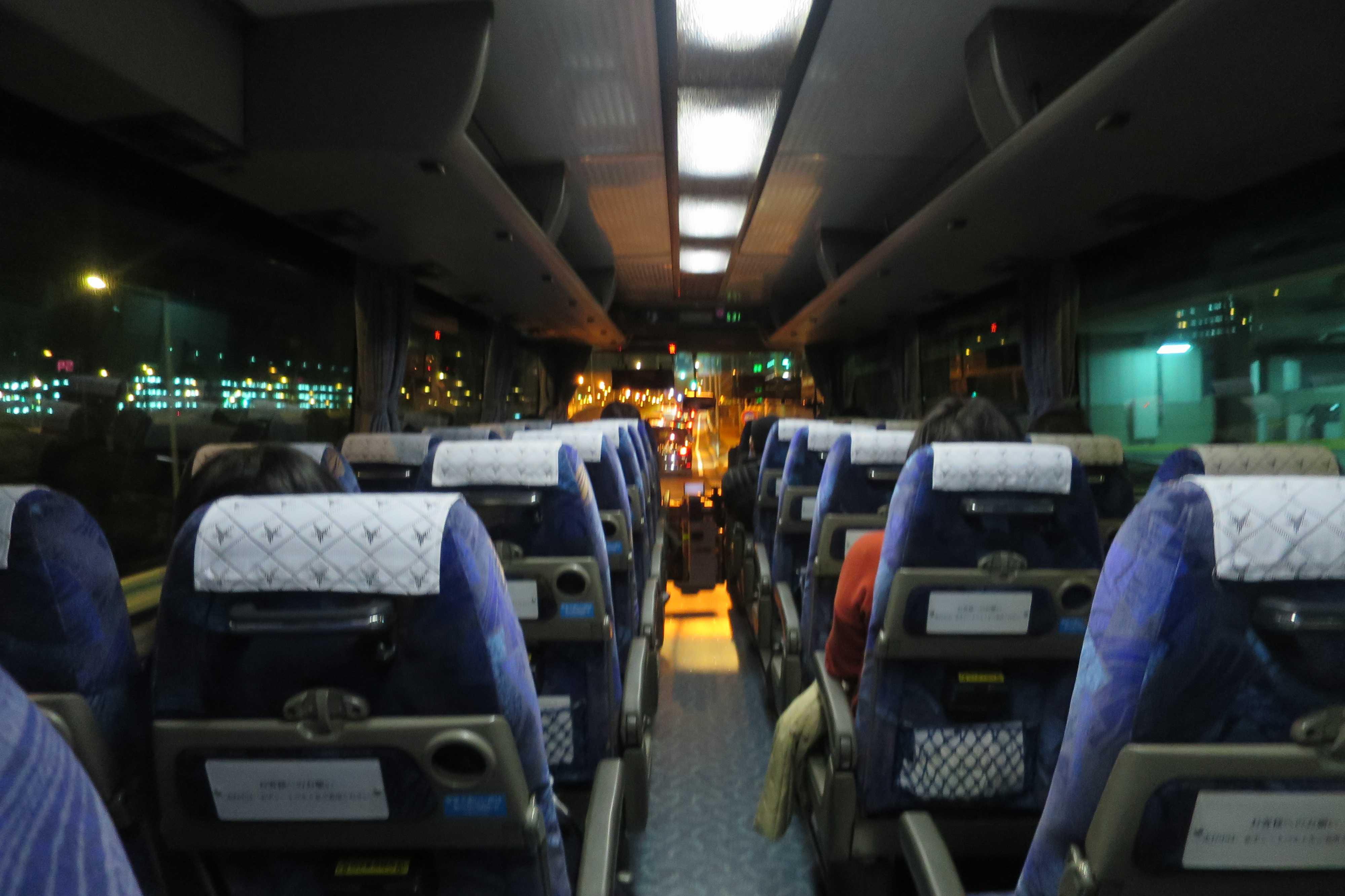 羽田空港に向かうリムジンバスの車中