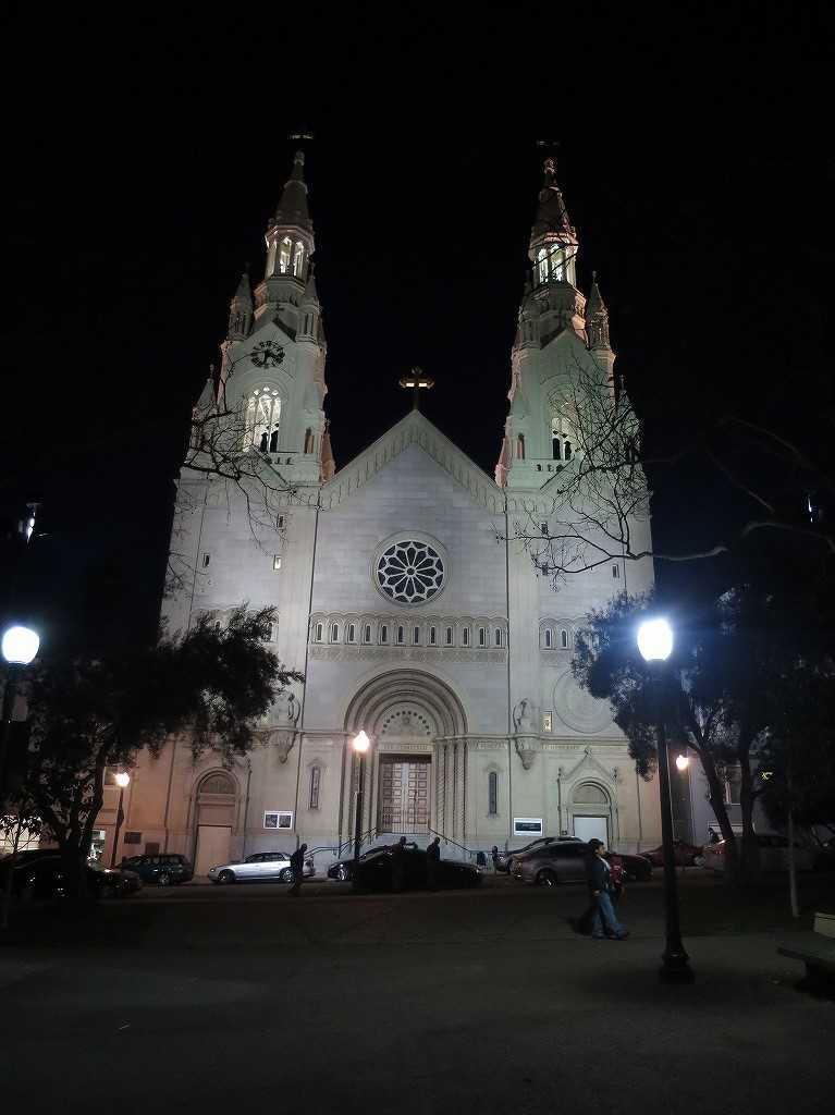 夜の聖ピーター&ポール教会(Saints Peter and Paul Church)