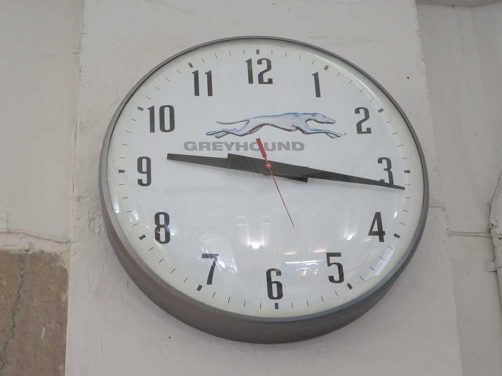 グレイハウンドのマークが入った時計
