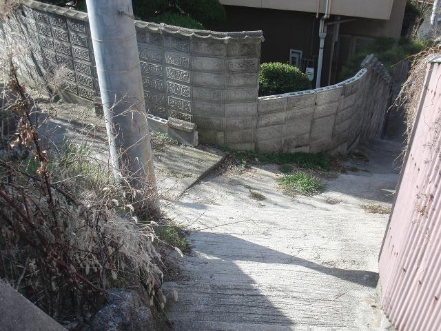 尾道の坂道の細い路地