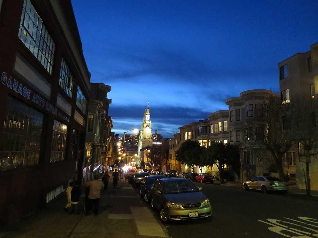 フィルバート・ストリート(Filbert St)から見えた聖ピーター&ポール教会の尖塔