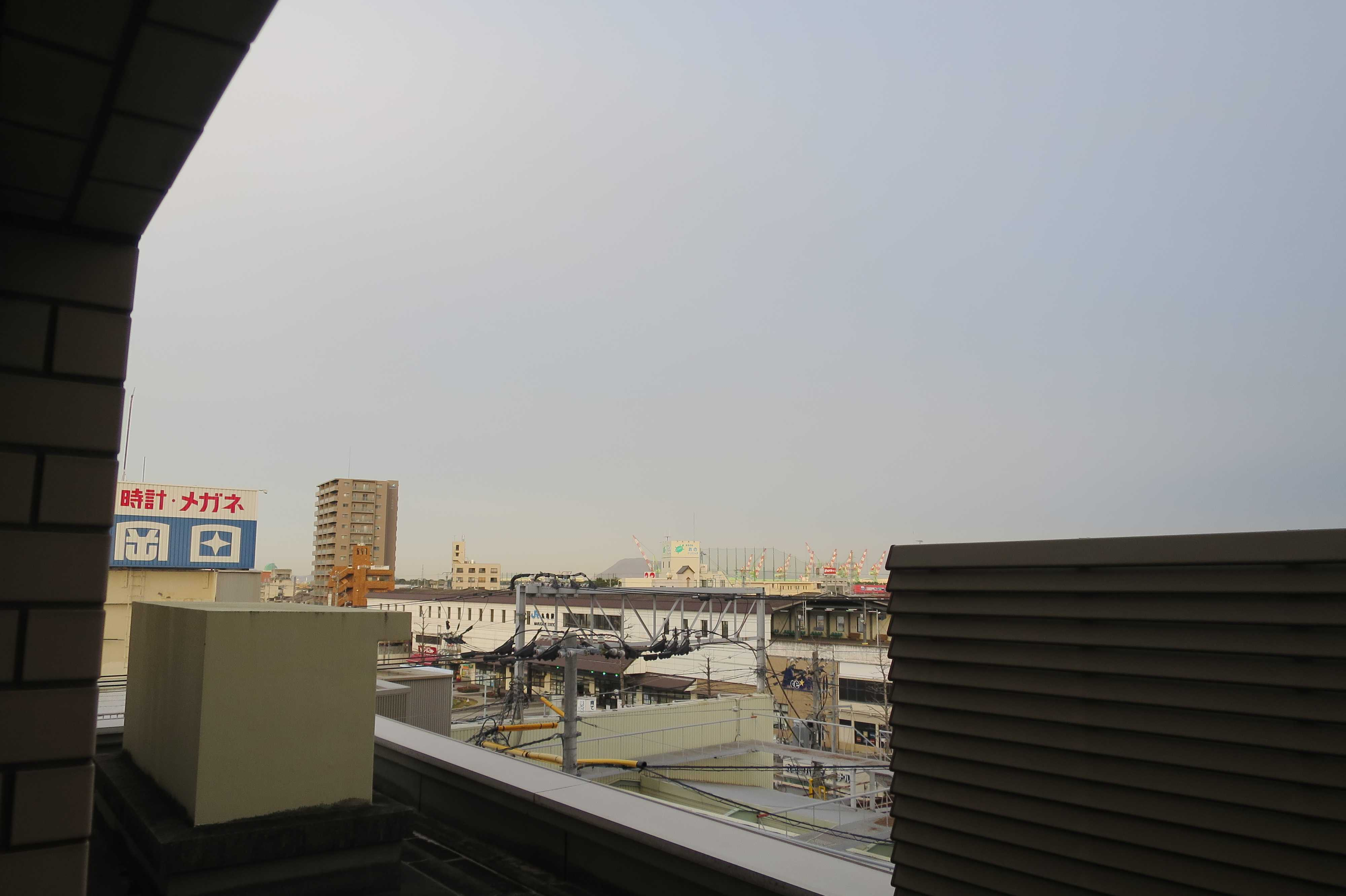 ホテルから見えた JR丸亀駅