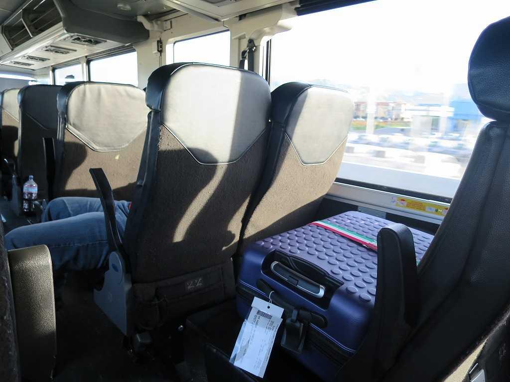 グレイハウンドバスの車内