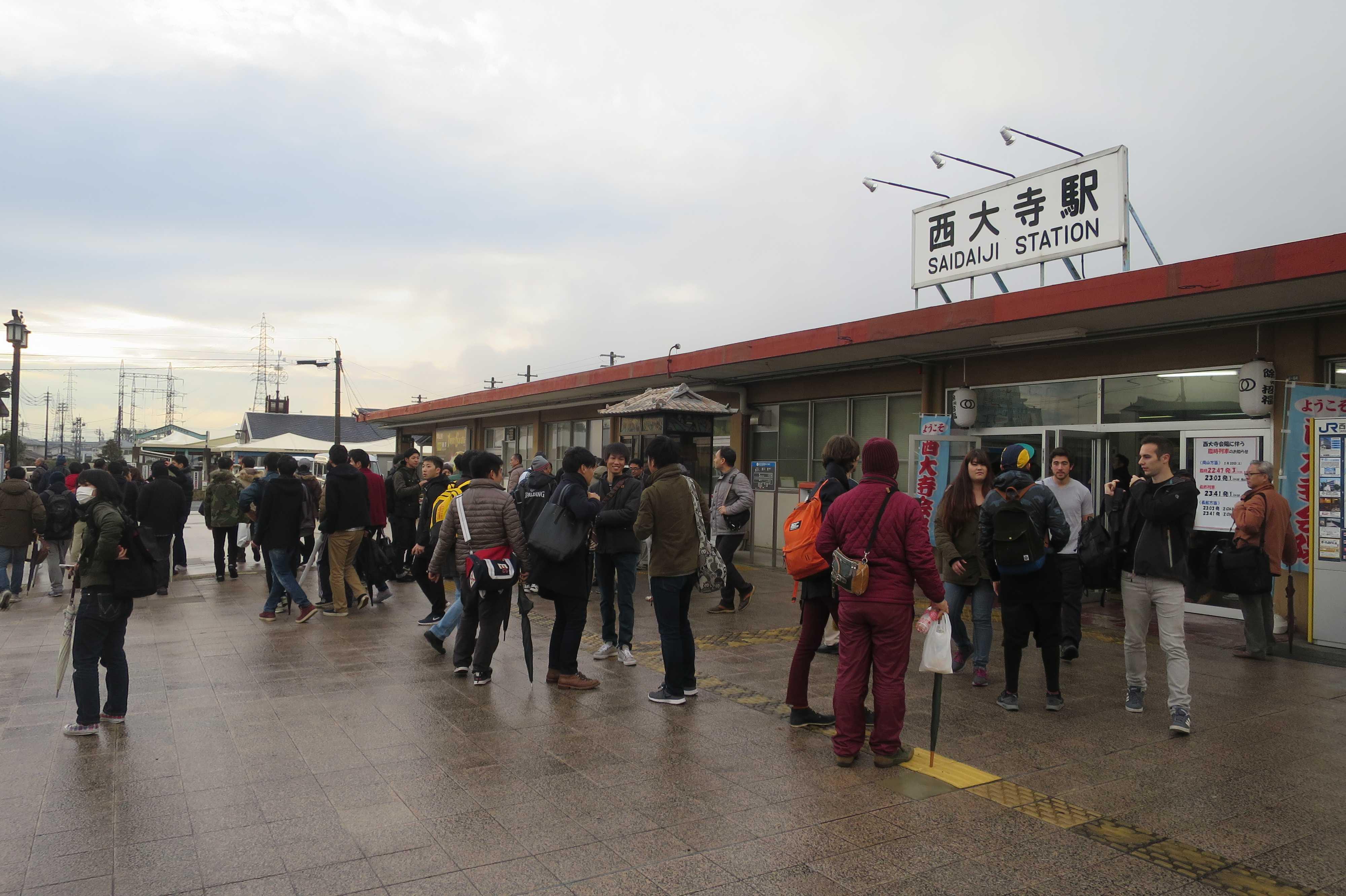 西大寺駅前