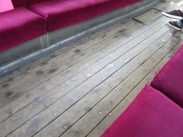木張りの床 - とさでん(チンチン電車)のイメージ
