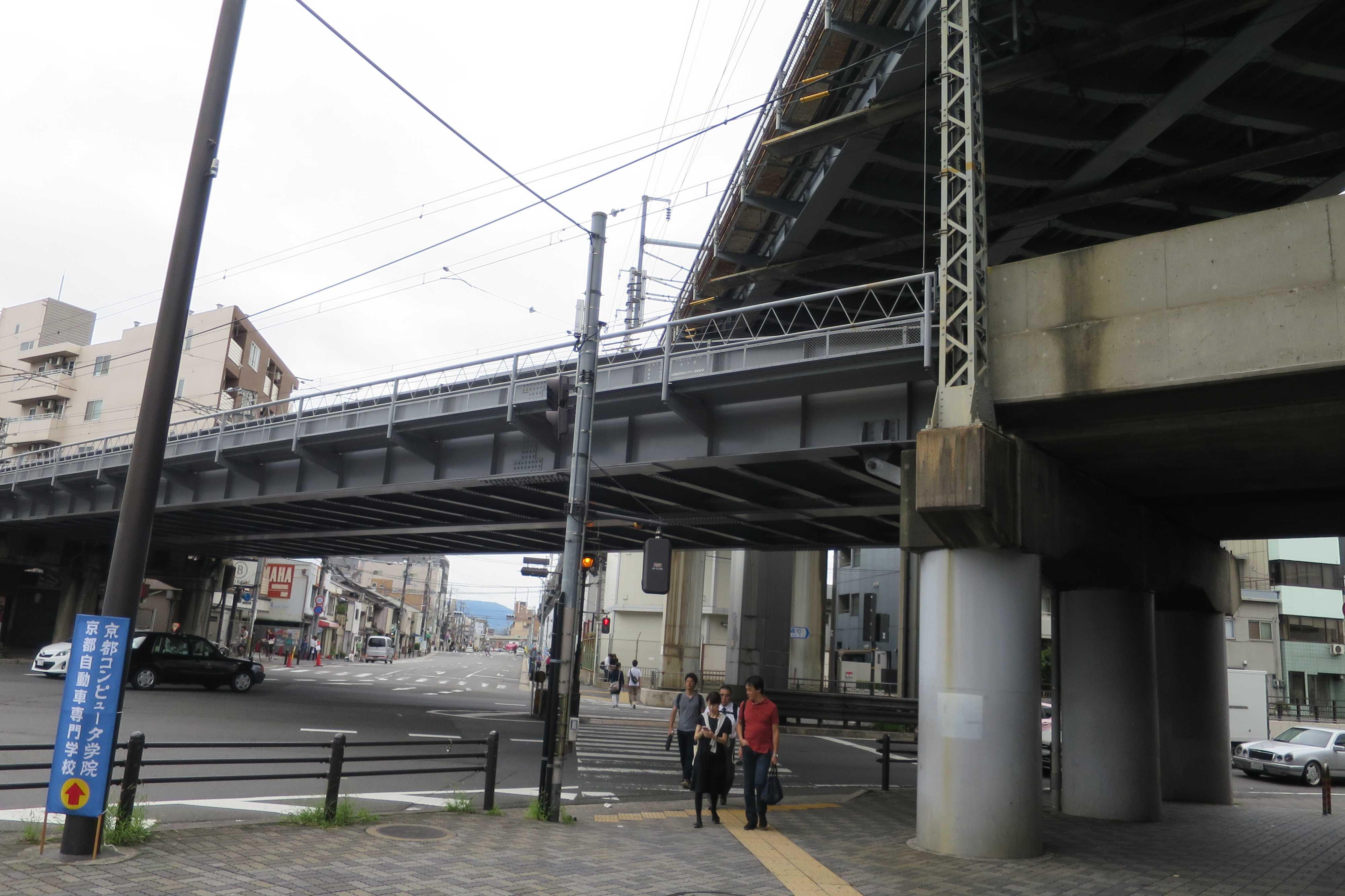 近鉄とJRが交差する八条油小路