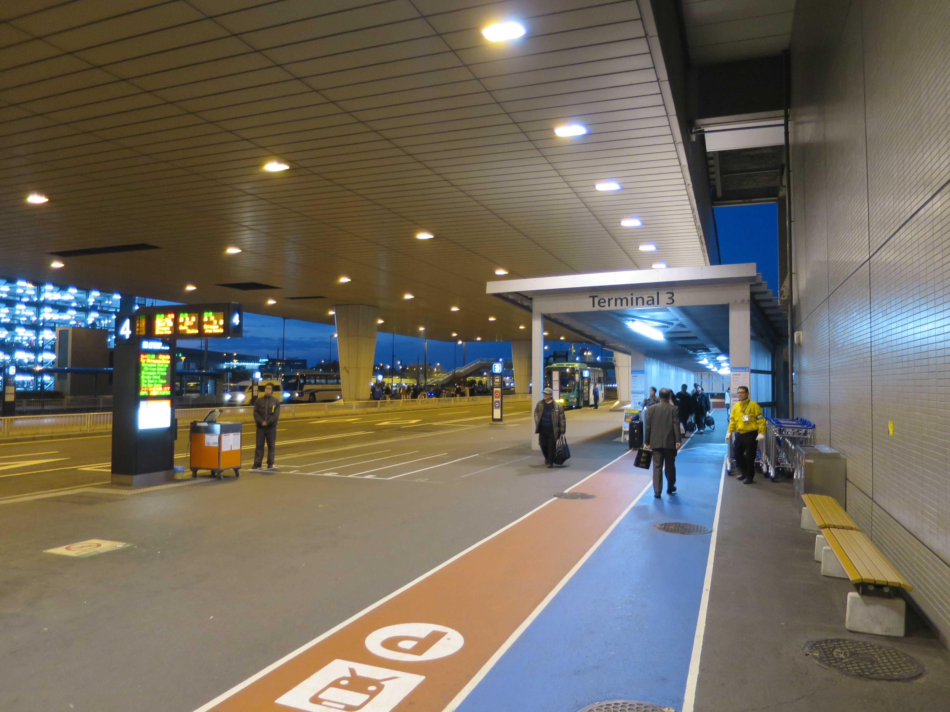 成田空港第3ターミナルへのアクセス通路