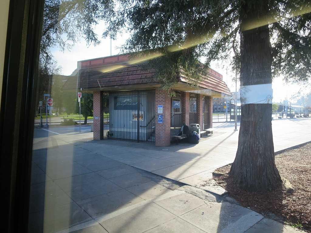 グレイハウンドのバス停