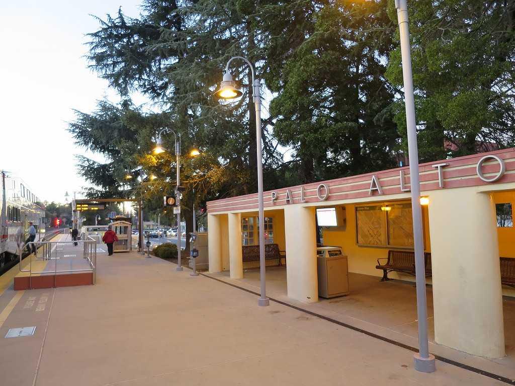 スタンフォード大学 - パロアルト (Palo Alto)駅