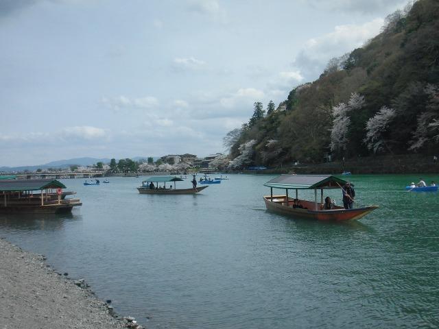 桂川 - 舟遊びの乗り合い船