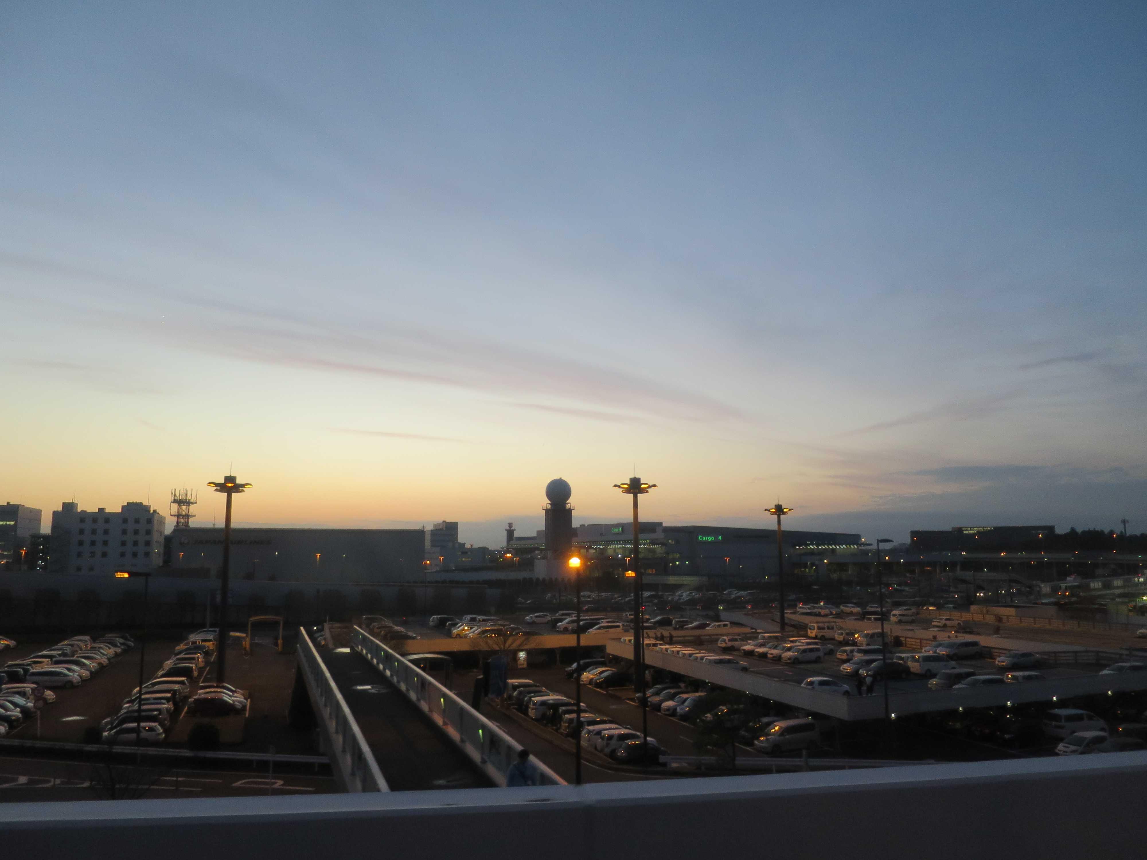クリスマスイブの成田空港