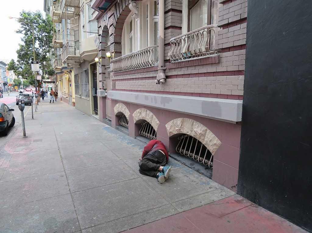サンフランシスコ - 道端で寝ている人
