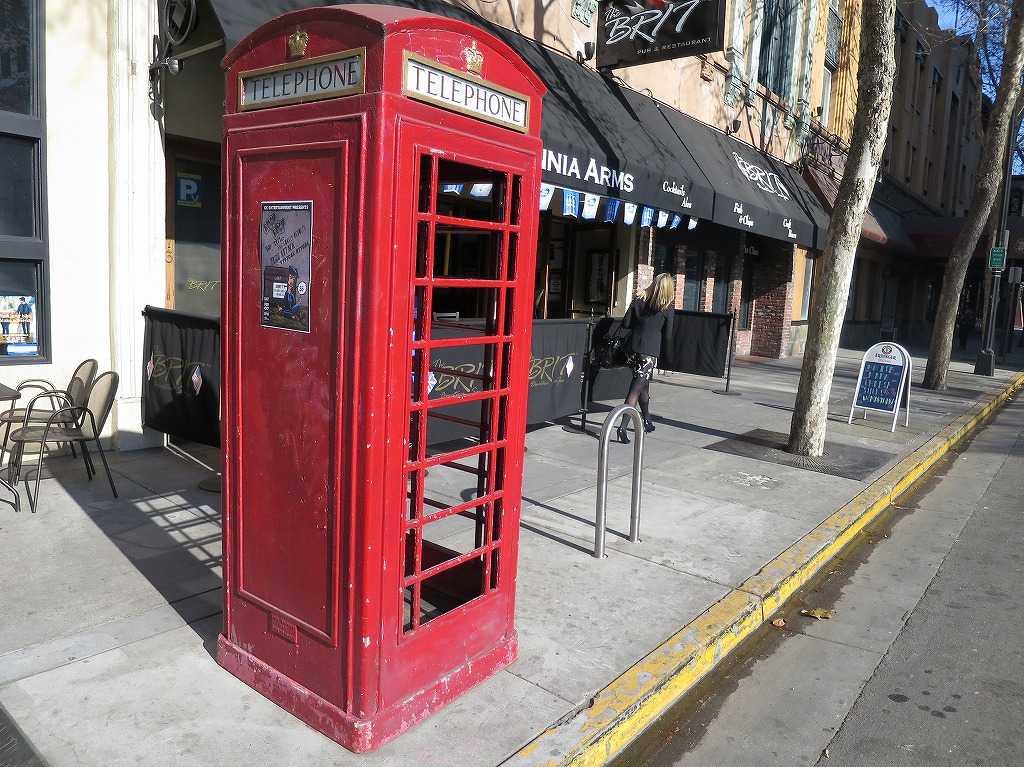 サンノゼ - 赤い公衆電話ボックス