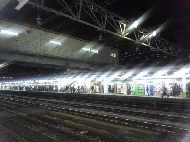 夜のJR八王子駅