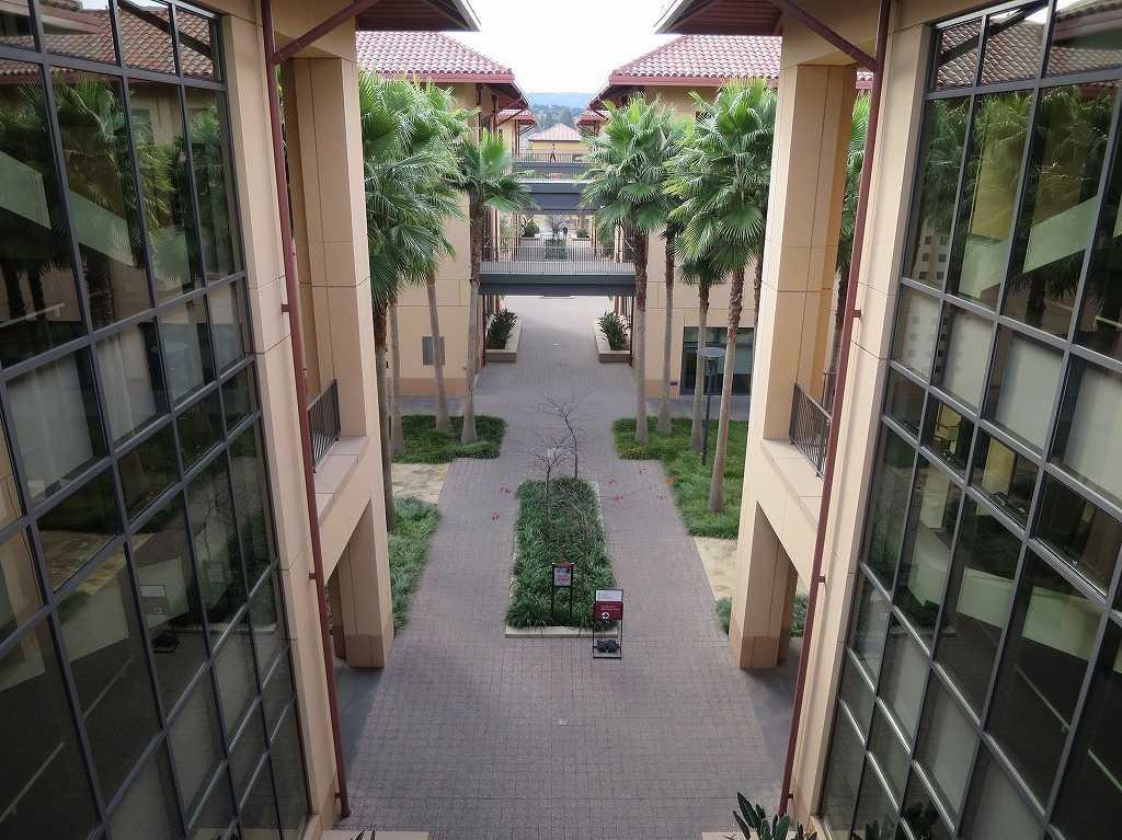 スタンフォード・ビジネススクールの中庭