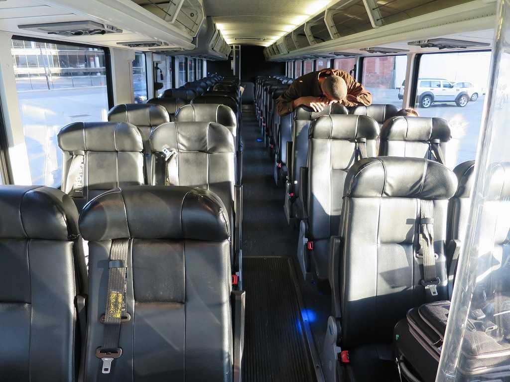 グレイハウンドバス車内