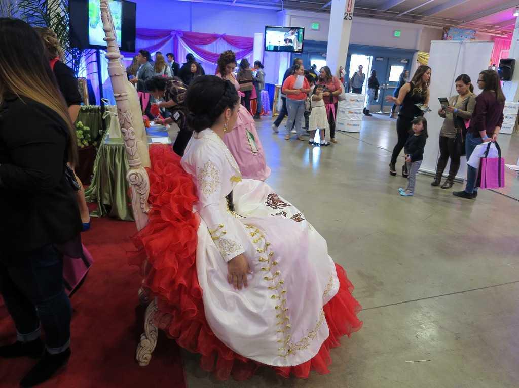 紅白のドレス