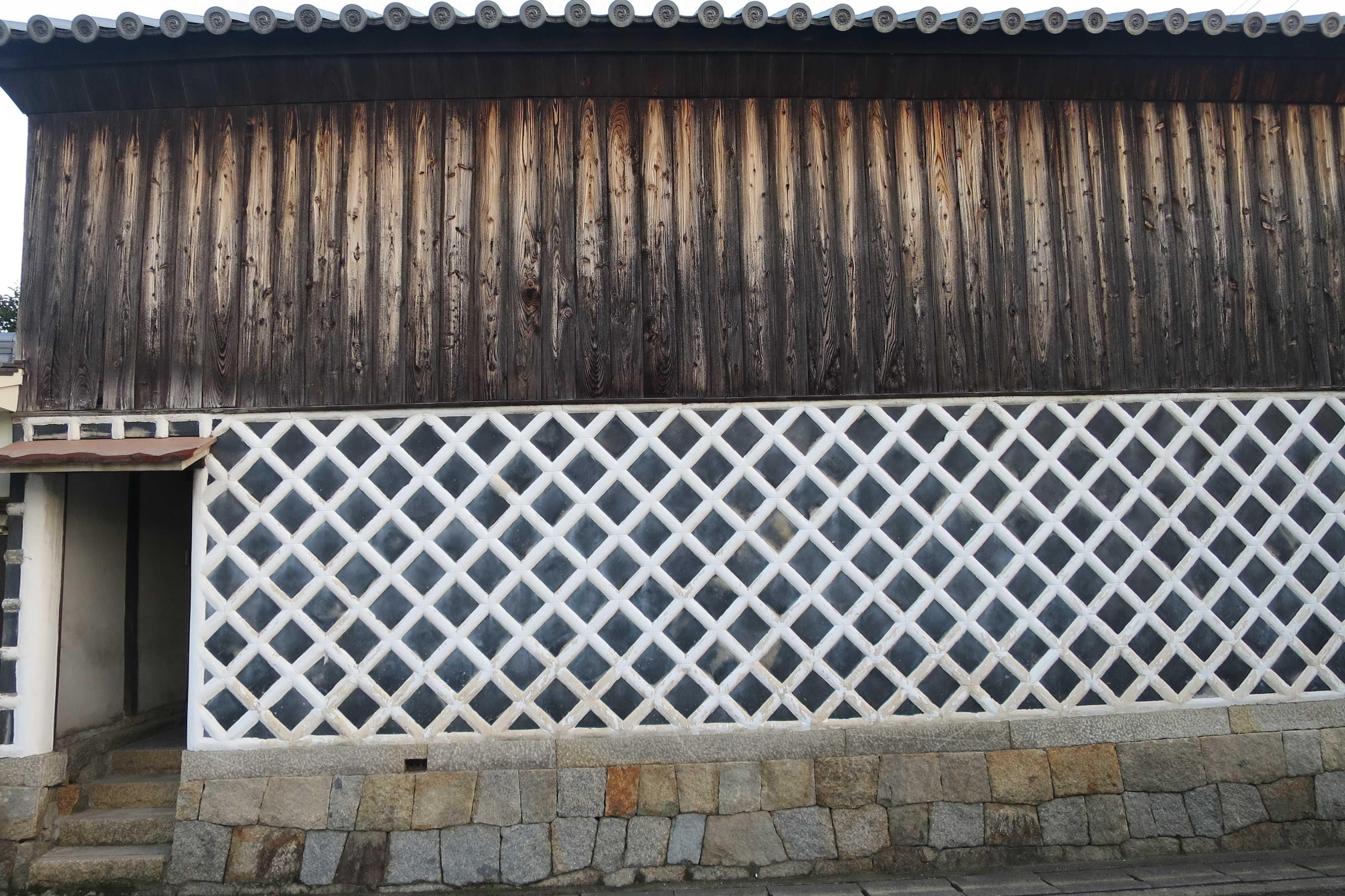 丸亀 - なまこ壁