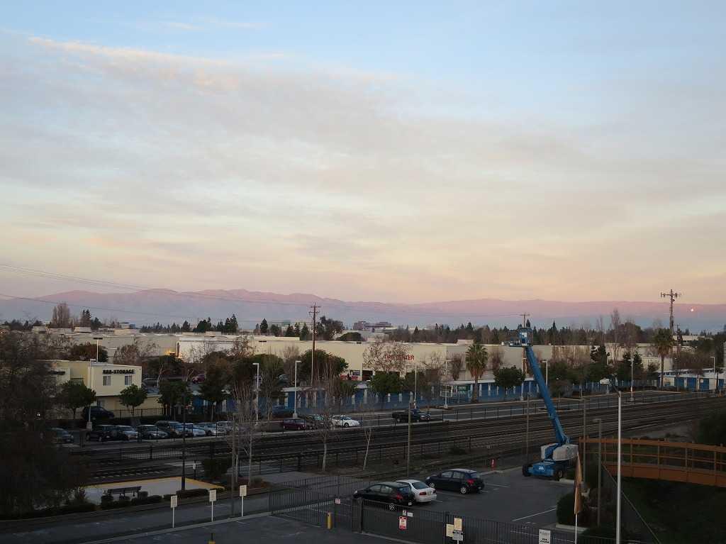 夕景: カリフォルニアのオレンジ色の山々