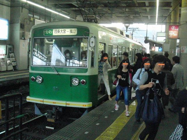 嵐電(京福電車)の緑色の電車