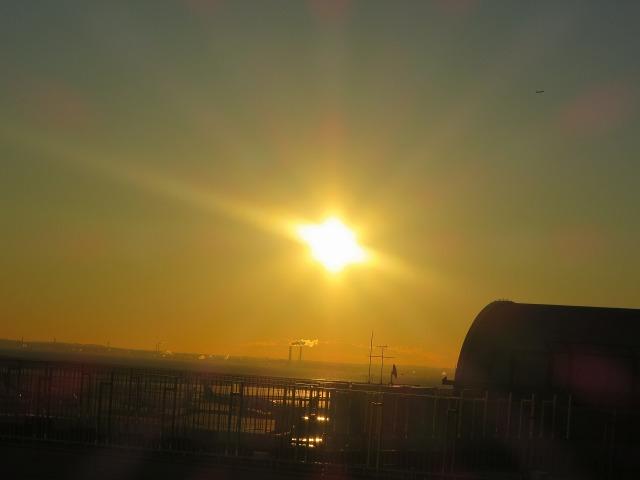 羽田空港のオレンジ色のお日様