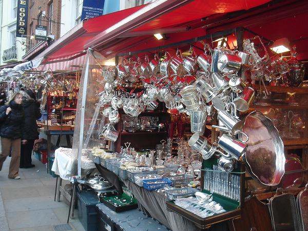 イギリス・ロンドン「ポートベローマーケット(のみの市)」