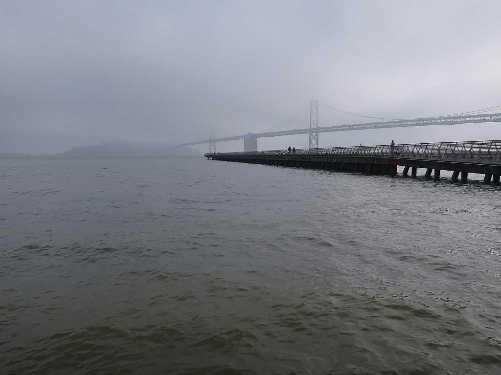 サンフランシスコ湾の桟橋「ピア14」