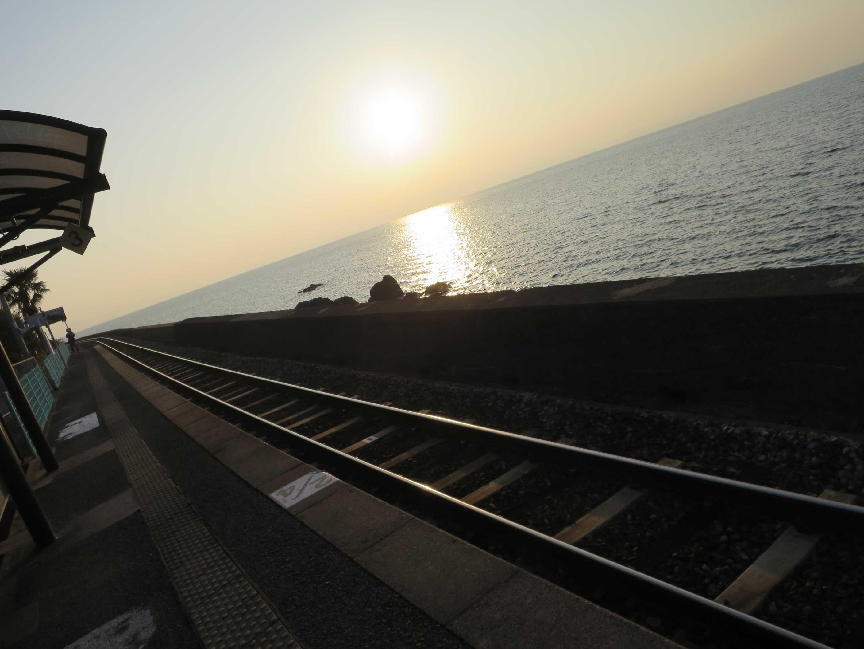 日本一海に近い駅・JR大村線千綿...