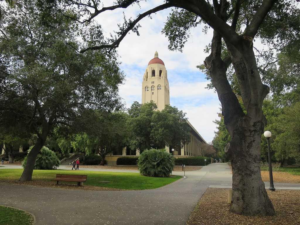 スタンフォード大学キャンパス内のフーバータワー