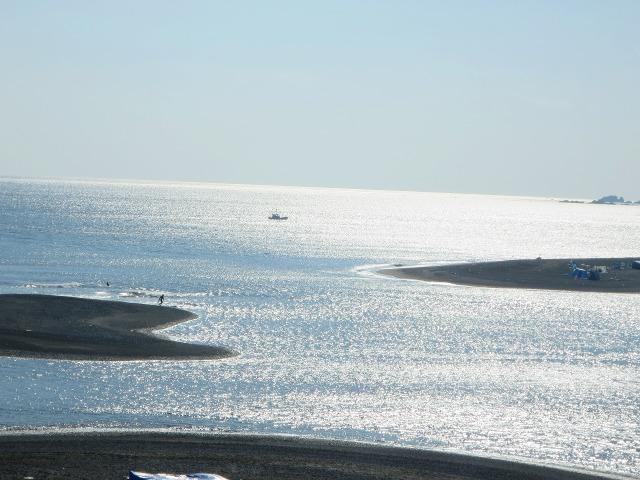白く染まる土佐(高知)の海