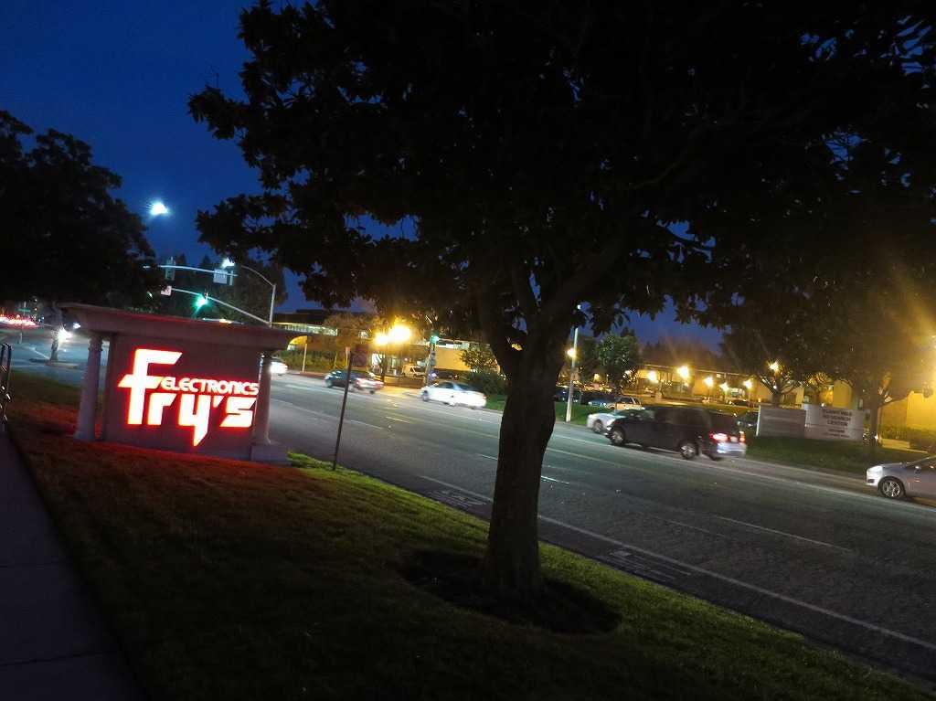 フライズ・サニーベール店の駐車場看板