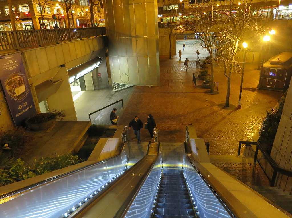 サンフランシスコ - BART/バートのパウエル・ストリート駅(Powell St. Station)
