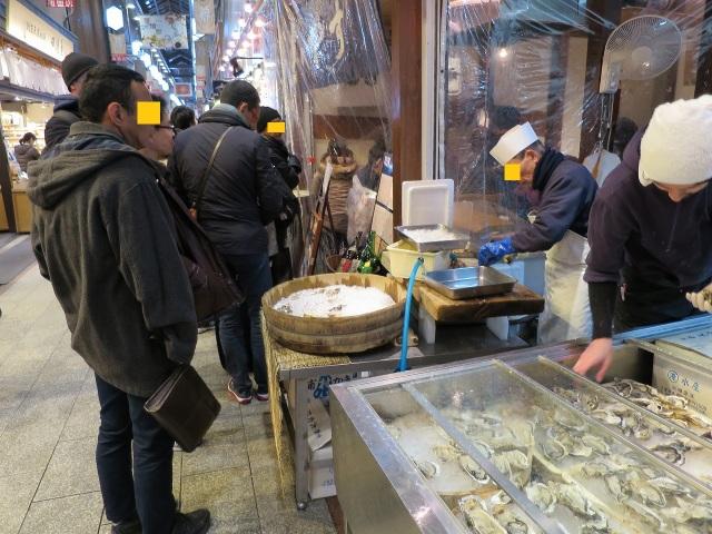 錦市場の生牡蠣