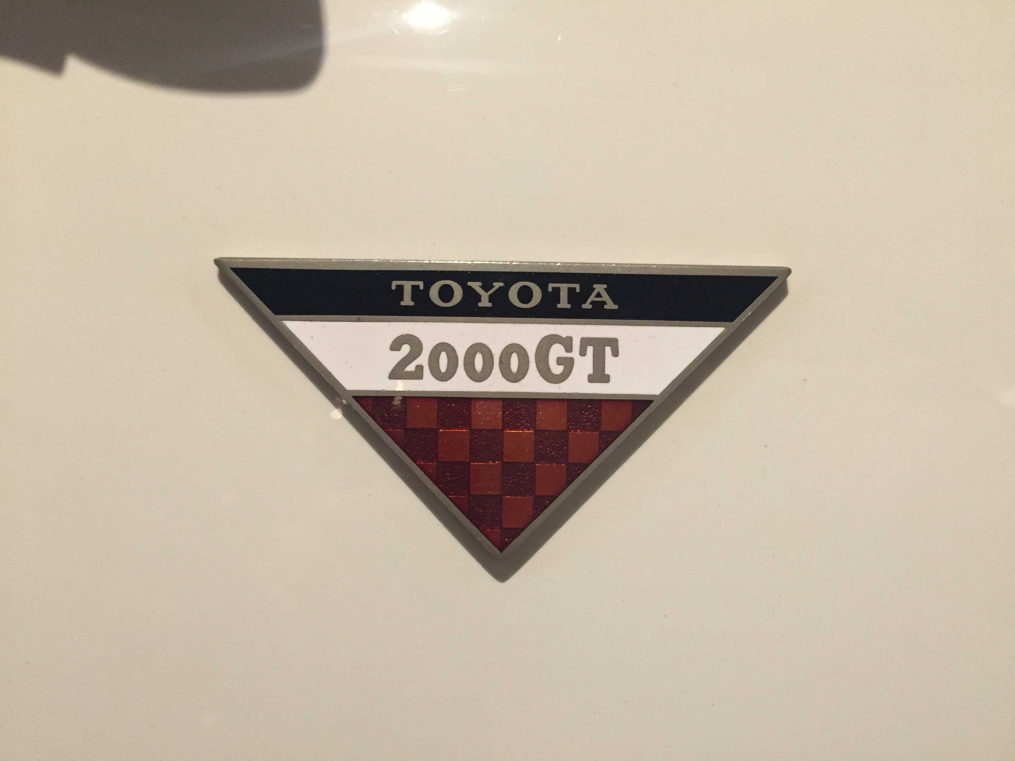 トヨタ 2000GTのエンブレム