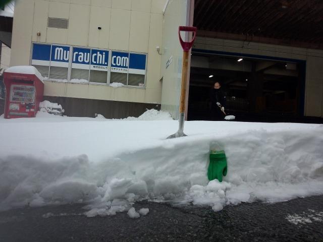 ムラウチドットコム本社の雪かき