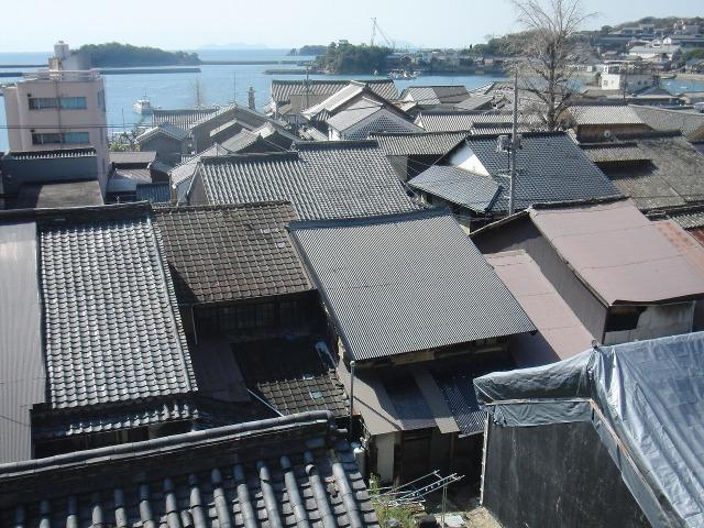 江戸時代の風情が残る鞆 - 瓦屋根の鞆の家々