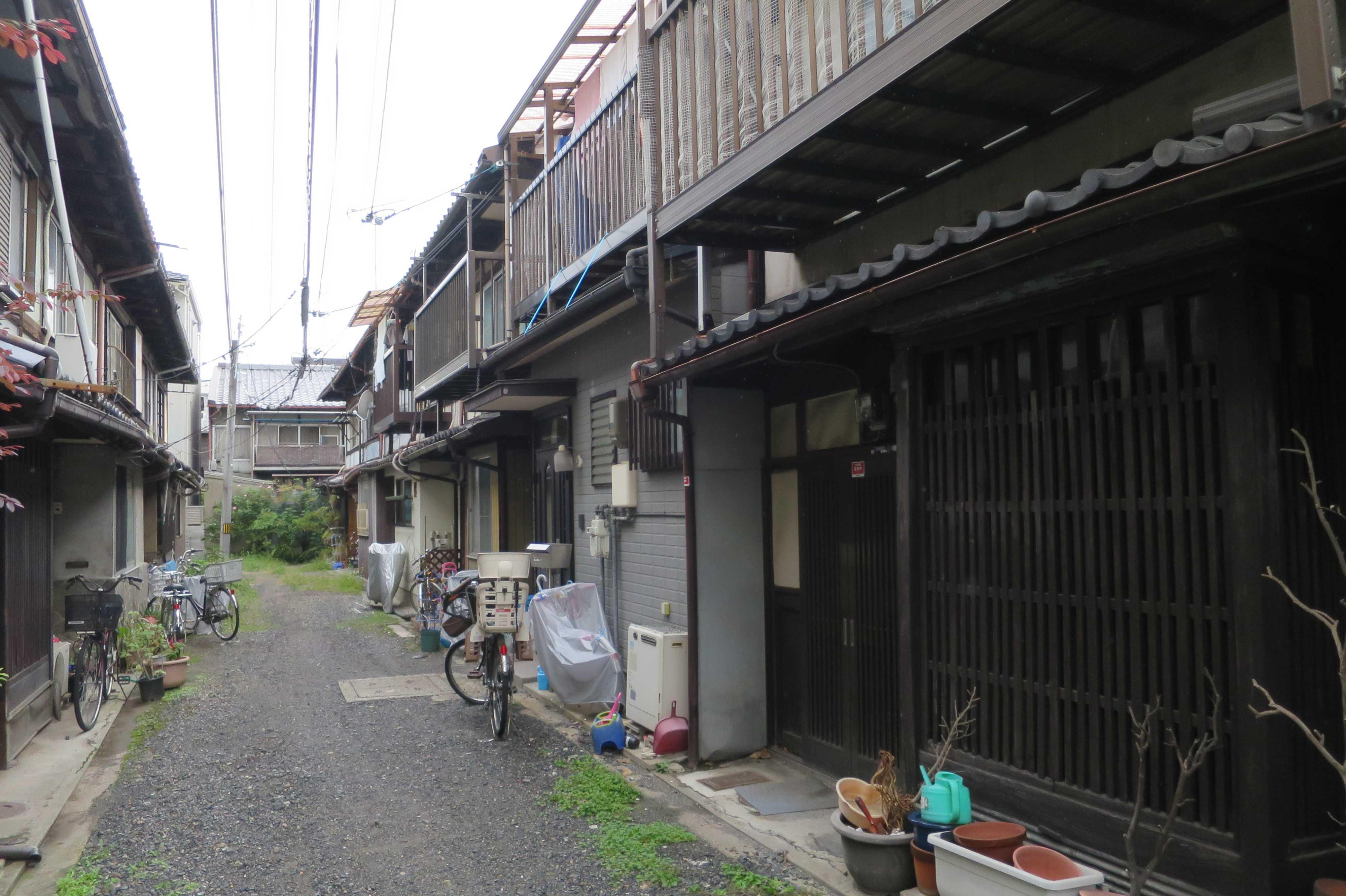 京都 - 電線が低い路地
